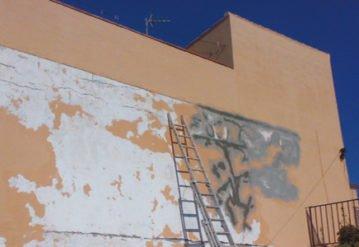 Reabilitacion-de-fachada-con-problemas-de-filtracion-por-humedad-por-Pintura-Industrial-y-Decorativa-A.-Barranquero-Fuegirola