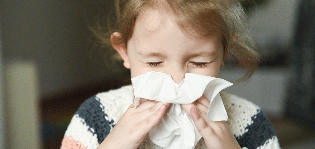 Niña rinitis alérgica, asma