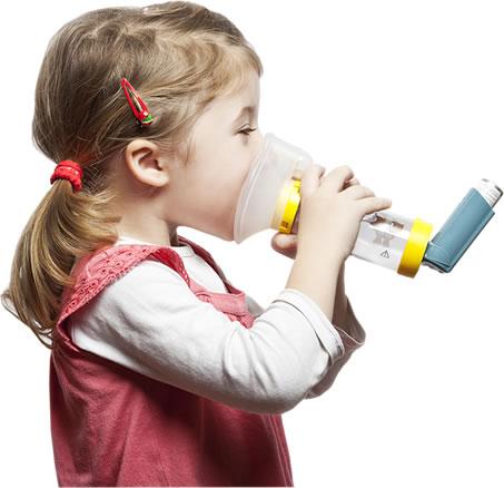Niña con problemas de asma Murprotec