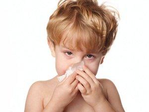 Cuidado con los niños pequeños en los interiores húmedos