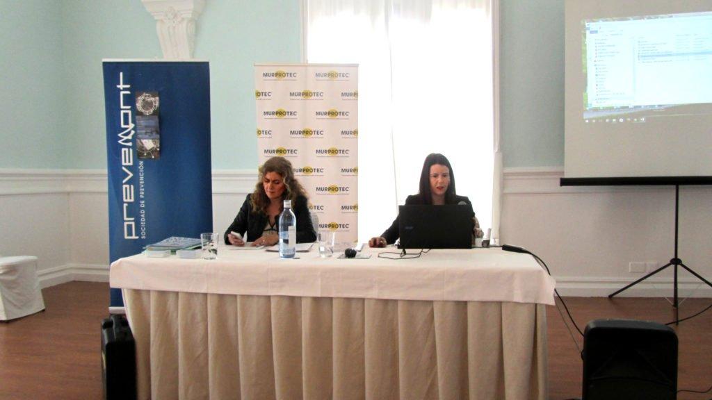 Begoña Sánchez, delegada de Murprotec en la zona durante su charla técnica en el Casino de Santander