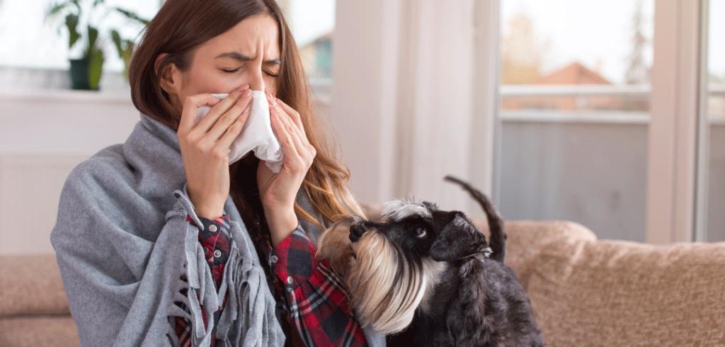 Mujer con alergia a la humedad