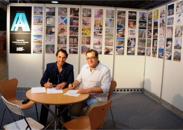 De izqda. a dcha. Juan María Boix, presidente del CTAA y Valentín Ballesteros, delegado de Murprotec en Levante, durante la firma del convenio.