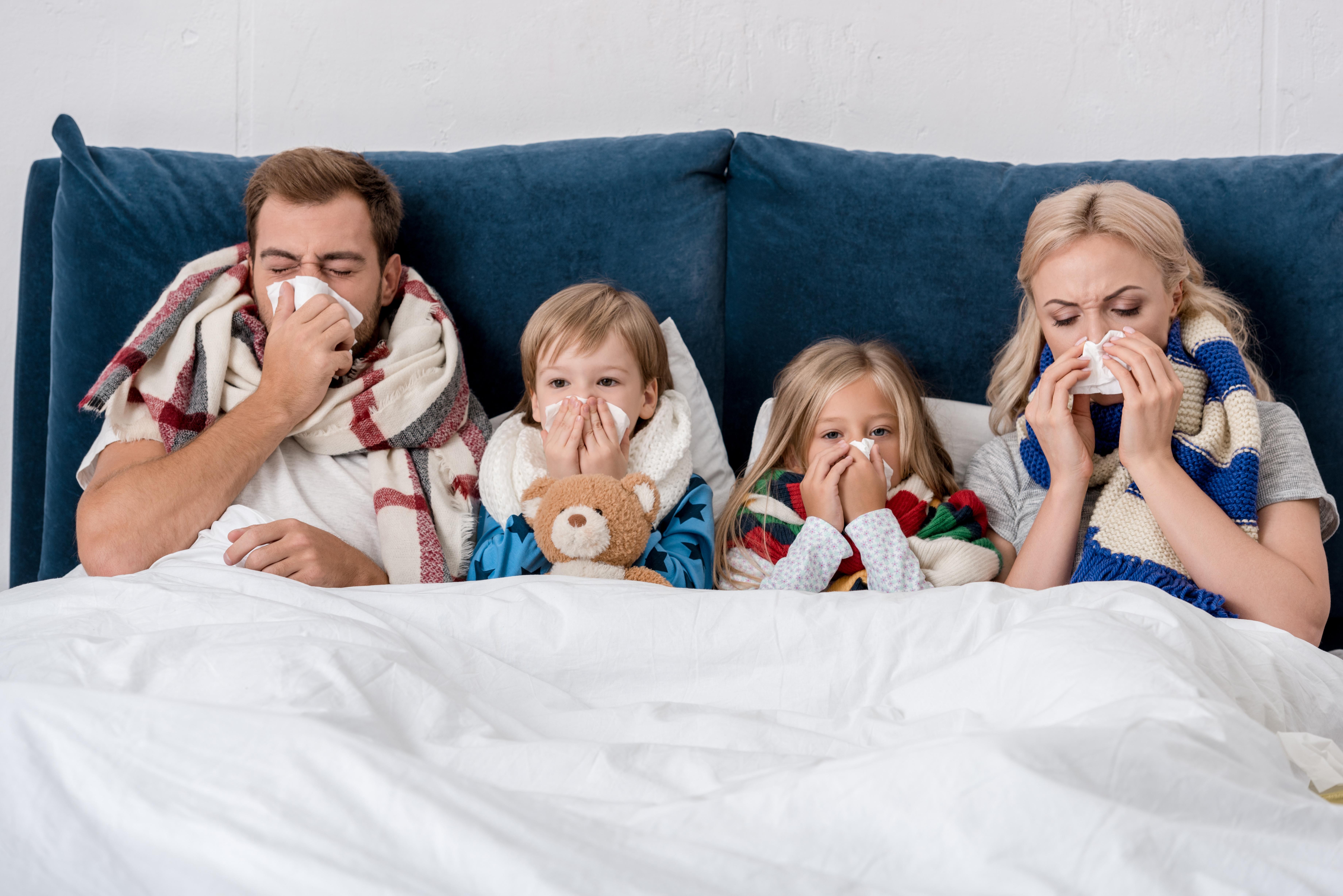 Familia enferma a consecuencia de las humedades que sufre su hogar