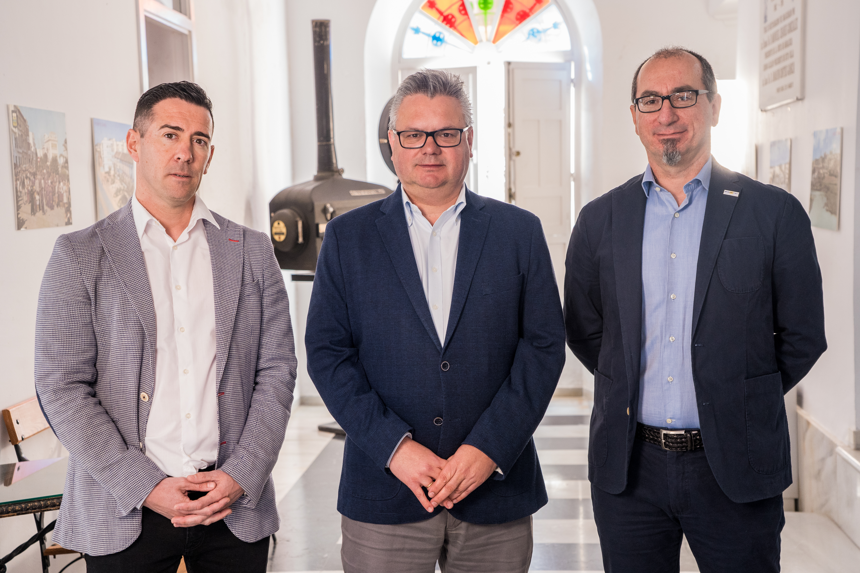 De izqda a dcha. Manuel Martínez, Esteban Morales y Juan Federico Gallardo.