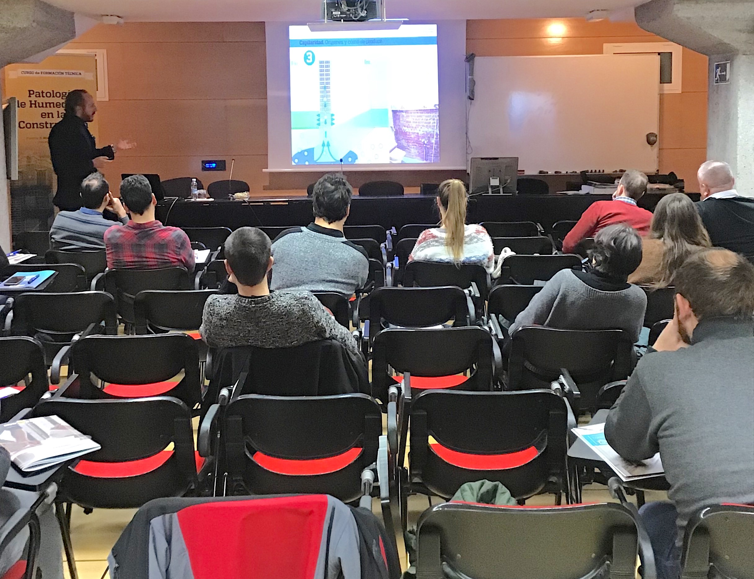 Ricardo Cañada durante la jornada de Patologías de las humedades estructurales