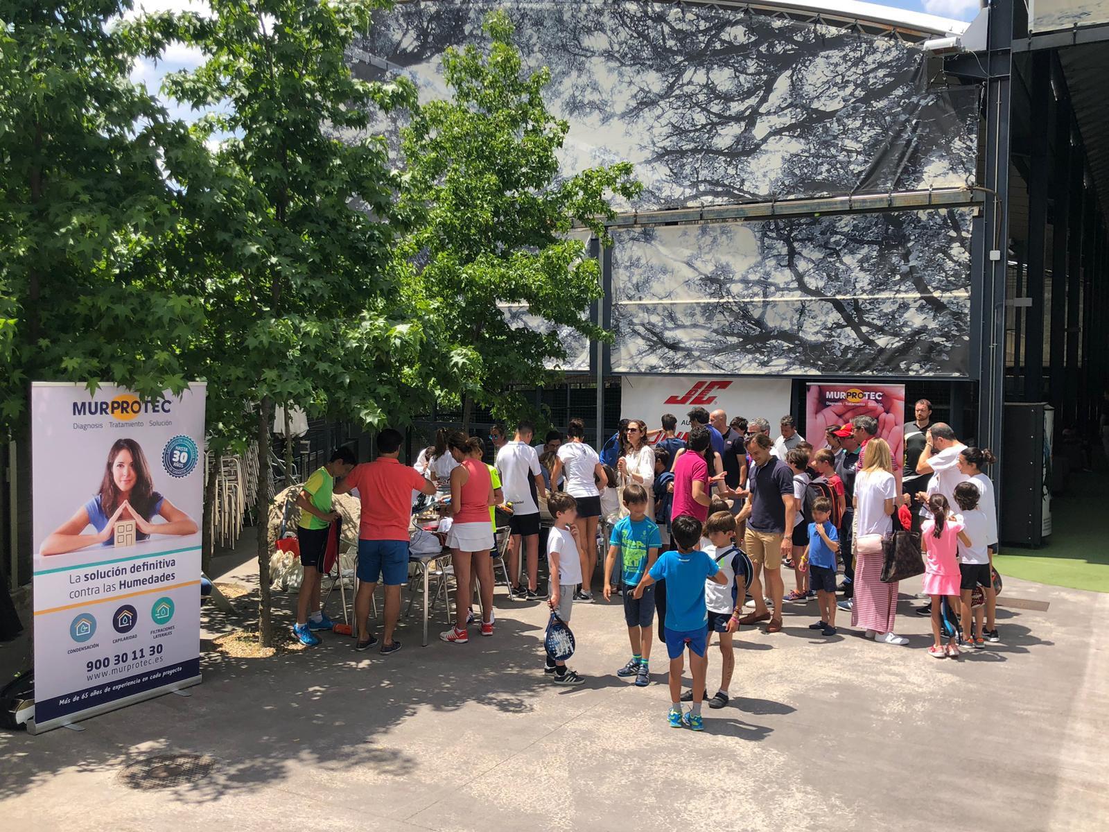 Ambiente del I Torneo de Pádel Benéfico a favor de la Asociación Candela Riera