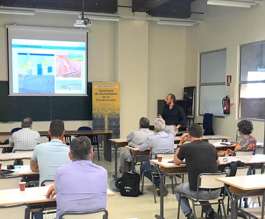 Un momento de la ponencia de Ricardo Cañada en Alicante.