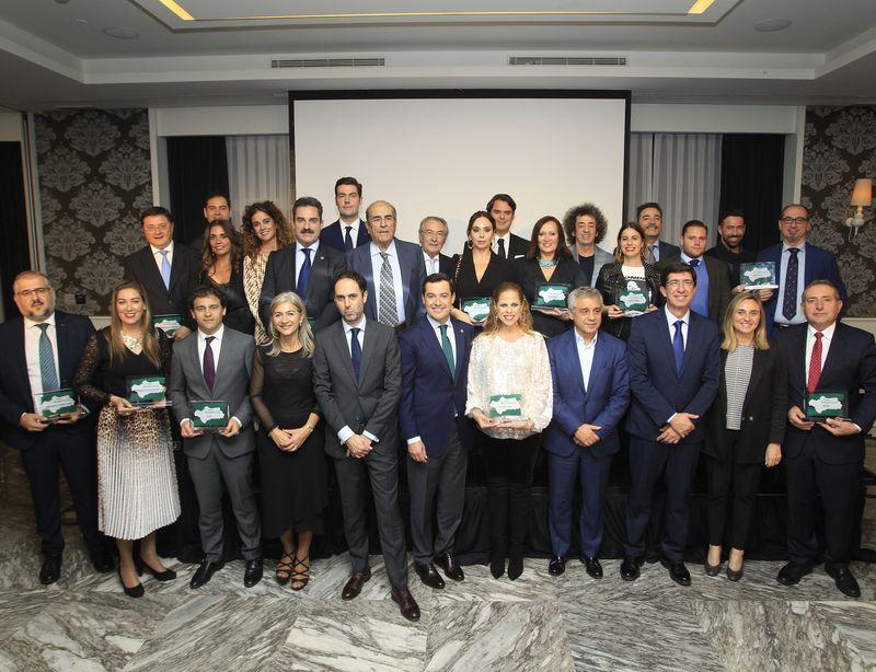 Foto de grupo de galardonados en los I Premios Andalucía de La Razón.