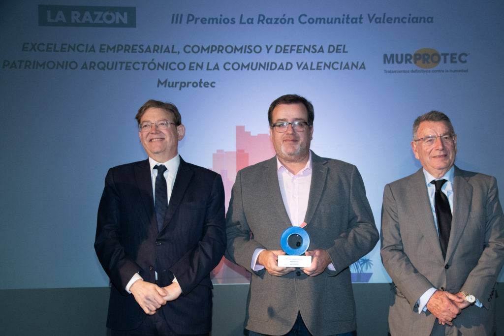 Ximo Piug, presidente de la Generalitat, Valentín Ballesteros, director de Murprotec Levante e Iñaki Zaragueta delegado de La Razón en Valencia