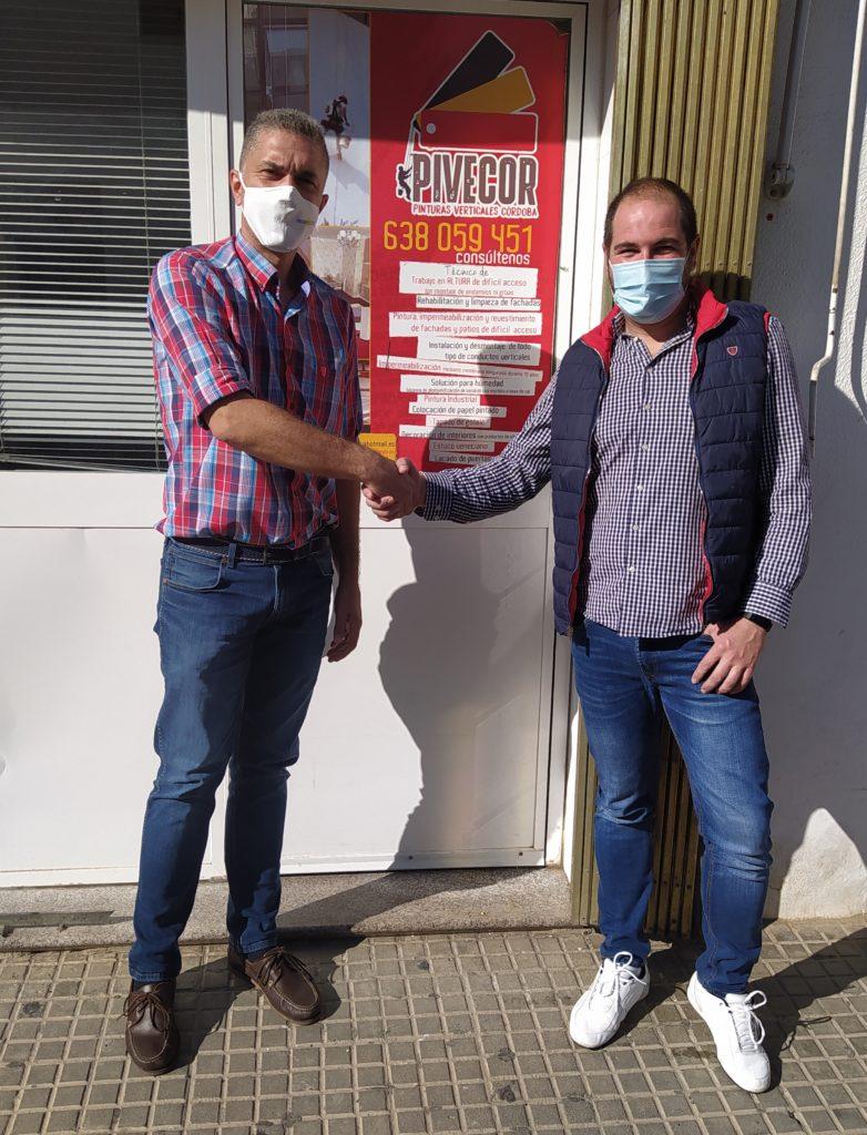 De izda. a dcha. Manuel Serrano, técnico de diagnosis de Murprotec y Francisco Javier del Rosal, gerente de Pivecor.