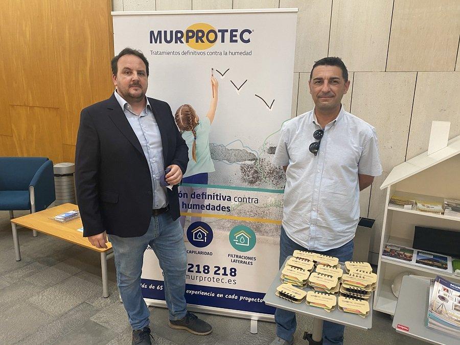 De iqda a dcha Antonio Fuentes, presidente del Colegio de Administradores de Fincas de Cuenca y Albacete y David Moreno, técnico de Murprotec.