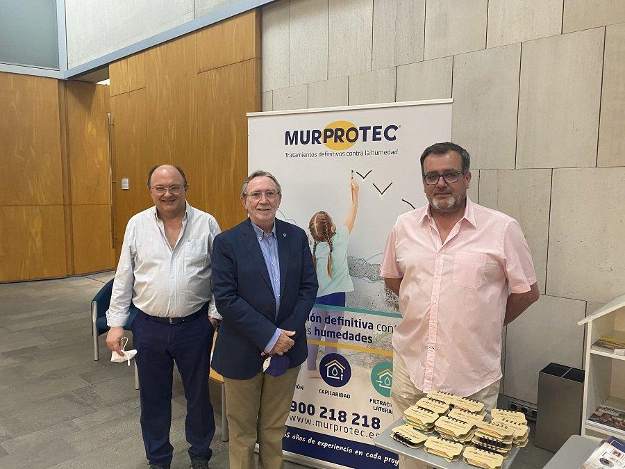 De izqda a dcha José Miguel Guiard, consejero delegado de I-Habite, Eduardo Cuevas, presidente del Colegio de Aparejadores de Albacete y Valentín Ballesteros, director de Murprotec en Albacete.