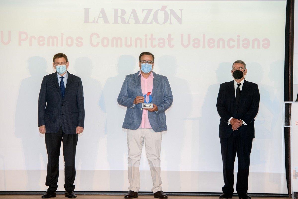 De izda a dcha, Ximo Puig, presidente de la Generalitat Valenciana; Valentín Ballesteros, director de Murprotec Levante e Iñaki Zaragüeta, delegado de La Razón en la Comunitat Valenciana.