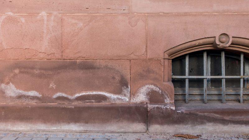 Humedad por capilaridad en fachada