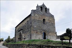 Técnicos de la Junta inspeccionan las humedades de la iglesia de Santiago